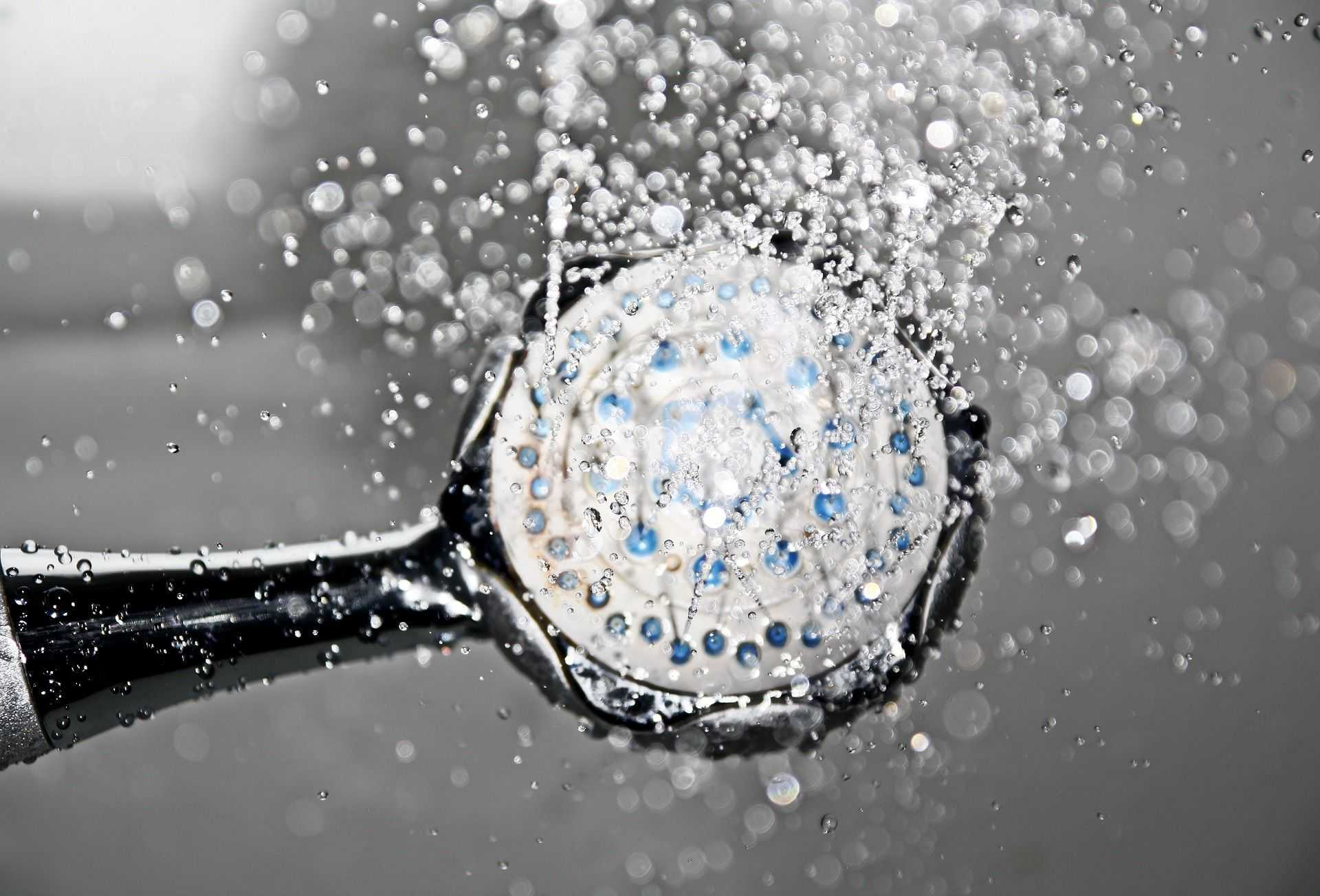 sprcha kapky vody