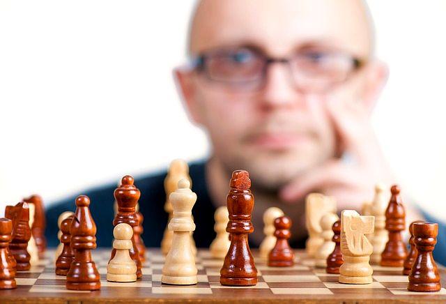přemýšlení šachovnice