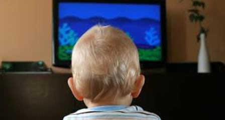 Можно ли детям до года смотреть телевизор