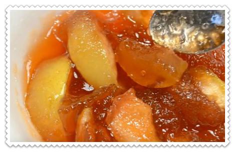 Яблочное варенье с корицей дольками янтарное с