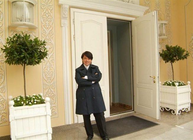 Модельер Валентин Юдашкин в своём доме