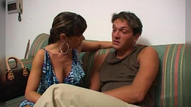 На секс соблазнила мама