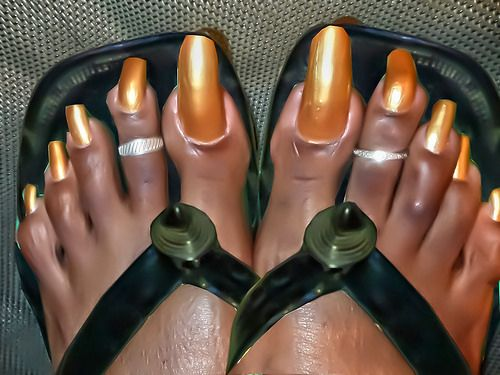 Long toenails com