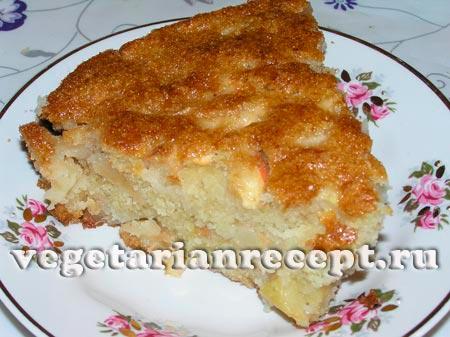 Рецепт яблочного пирога из сухого теста с манкой