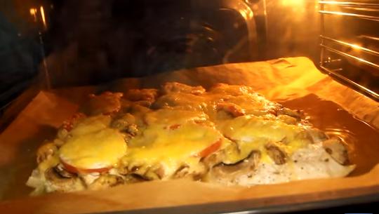 Куриное филе с помидорами и сыром и картошкой в духовке рецепт с фото