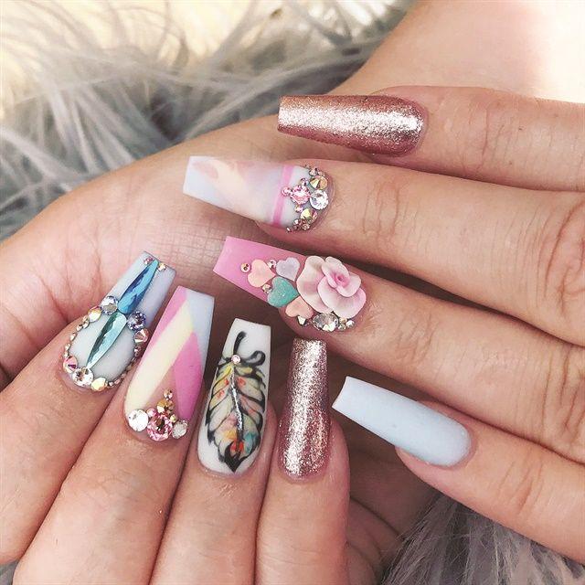 Magazine nails design