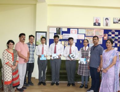 Top German Language Students Received Gift Hampers