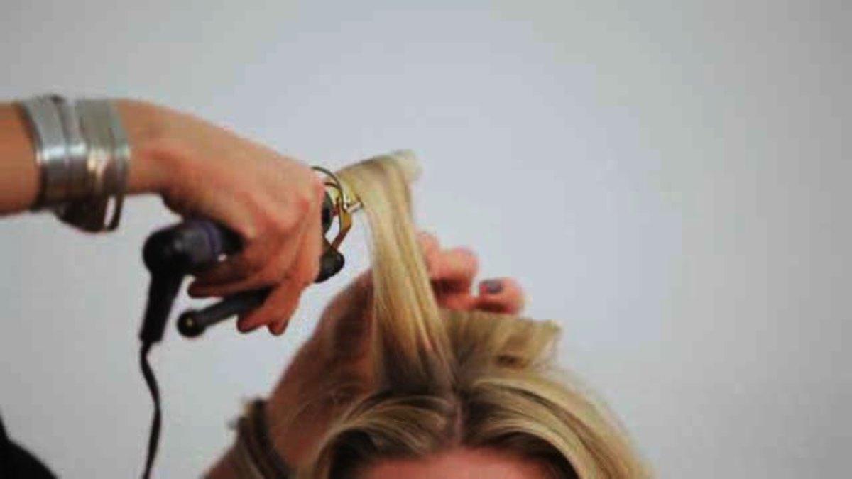 How do i curl my hair like selena gomez