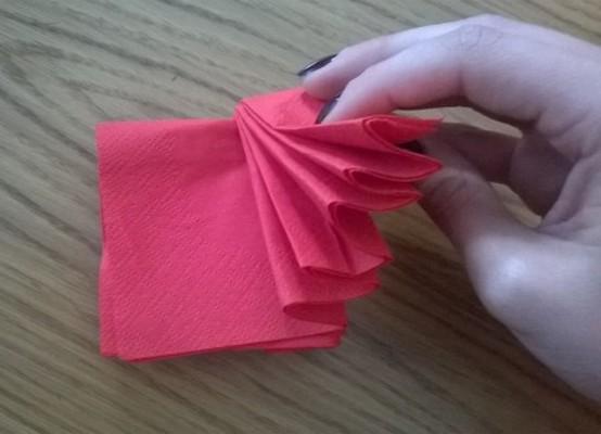 Красивая сервировка бумажных салфеток