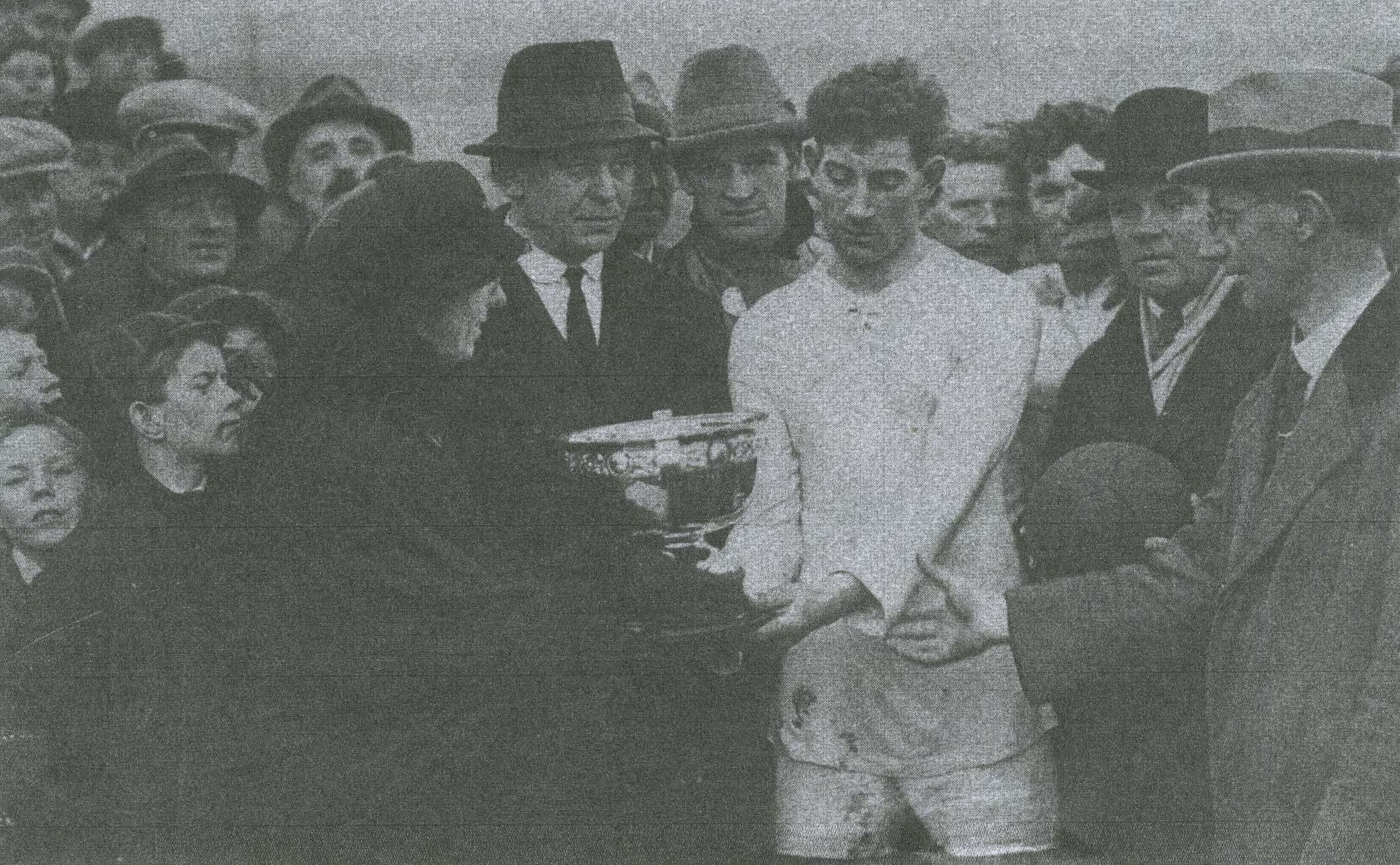 Kathleen Clarke presenting the IRPDF Cup to George Higgins, 1922