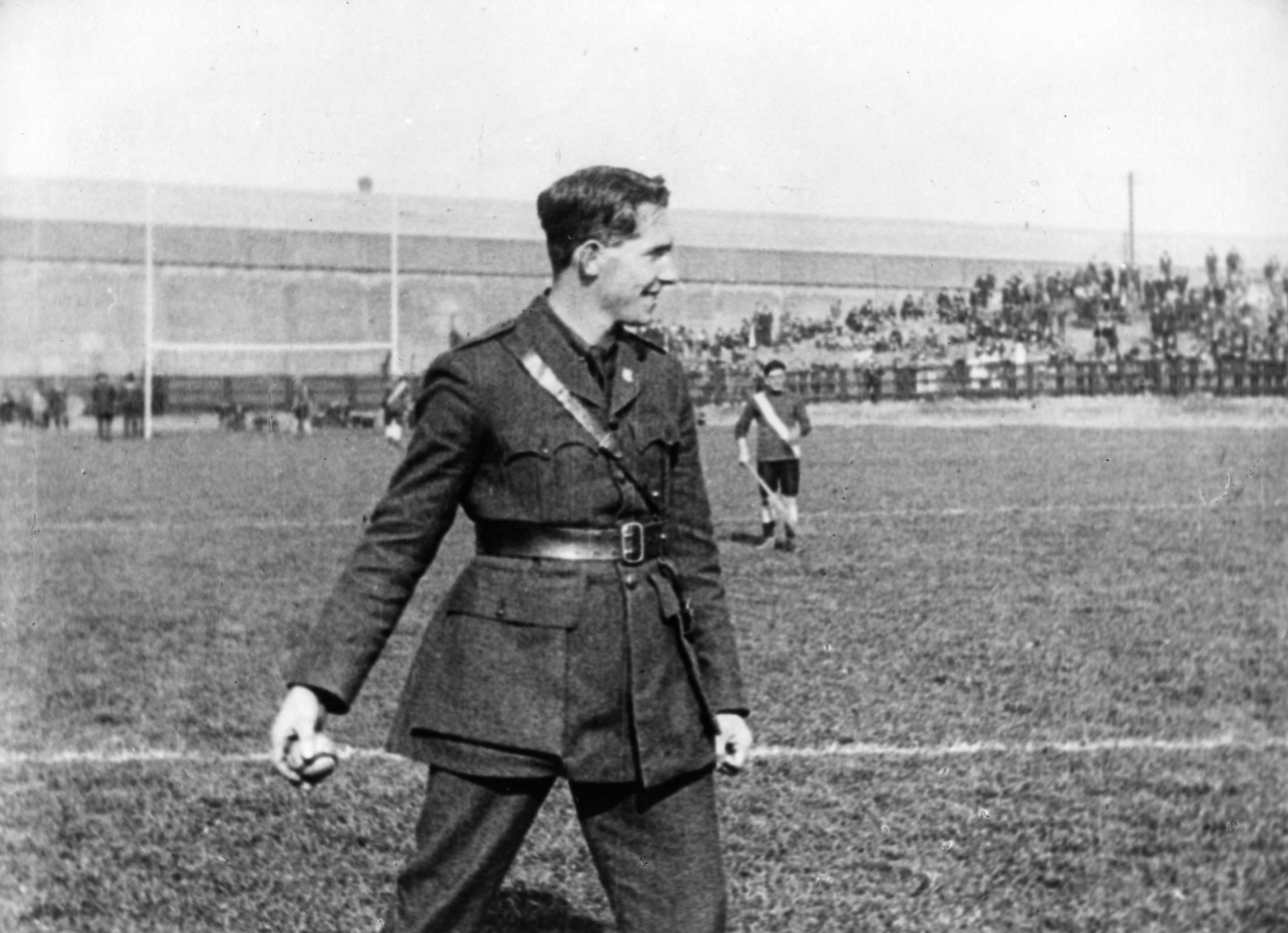 General McKeown throwing in the sliotar at Croke Park, 1921