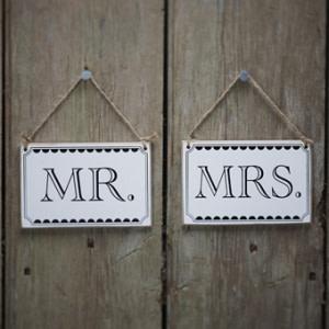 Vintage Affair Mr & Mrs Signs