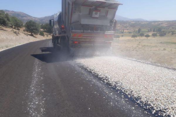 Durayda- Bardas ilçe bağlantı yolumuzda genişletme ve asfaltla çalışması yapıldı.
