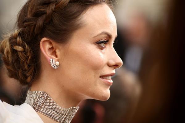 """Фото причёсок звёзд - Оливия Уайлд на церемонии """"Оскар"""""""