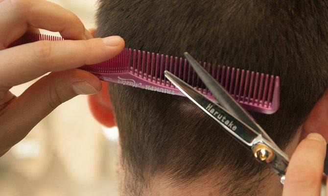 Может ли муж подстричь жене волосы