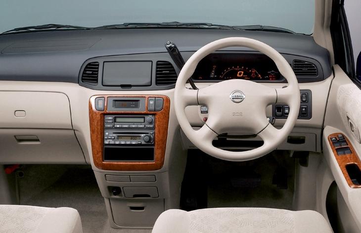 Интерьер минивэна Nissan Libery (M12), 1998–2004