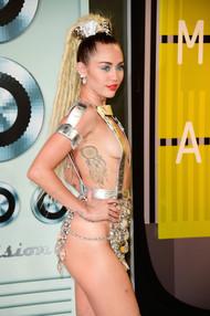 Голая актриса, певица Miley Cyrus фото, эротика, картинки - фотосессия из мужского журнала GQ на Xuk.ru! Фото 19
