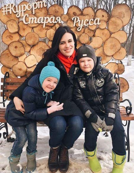 Алена Котова с детьми