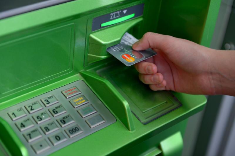 Что делать если банкомат завис и не отдает карту