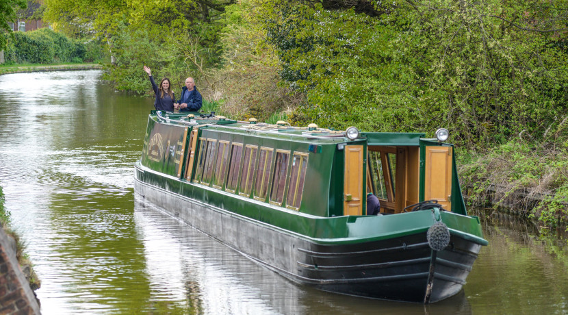 Take a Christmas cruise along the Coventry canal