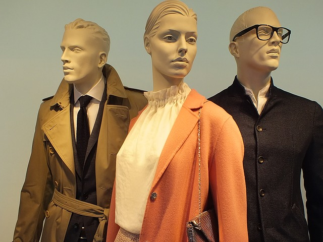 Video : Mannequin Lined Up And Dressed For Marketing/Sale