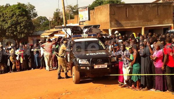 People_gathered_at_late_Major_Kigundu_s_death_scene