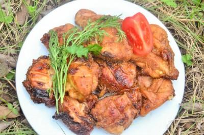 Мясо замариновать в соевом соусе