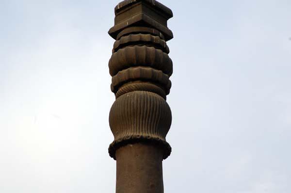 top part of iron pillar in delhi