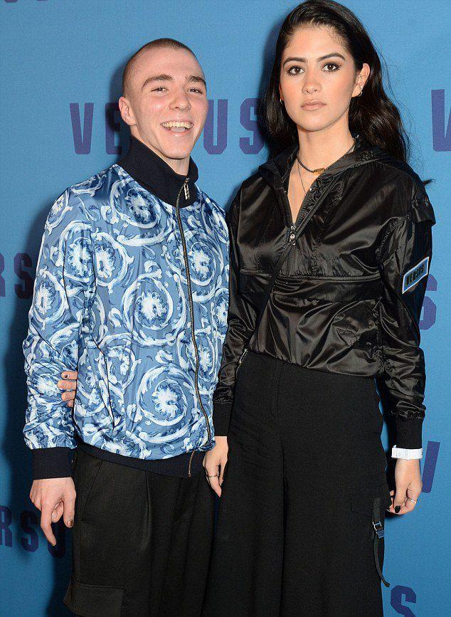 Рокко Ричи и Ким Торнбулл на показе Versus Versace AW17