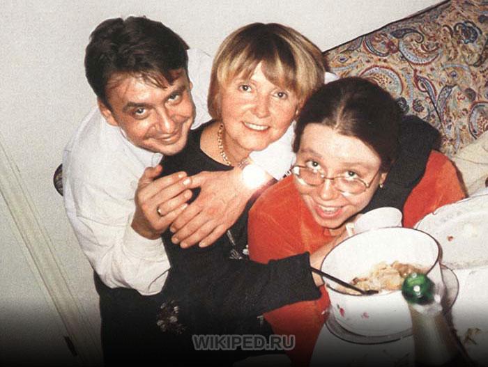 Александра Табакова с мамой и братом Антоном