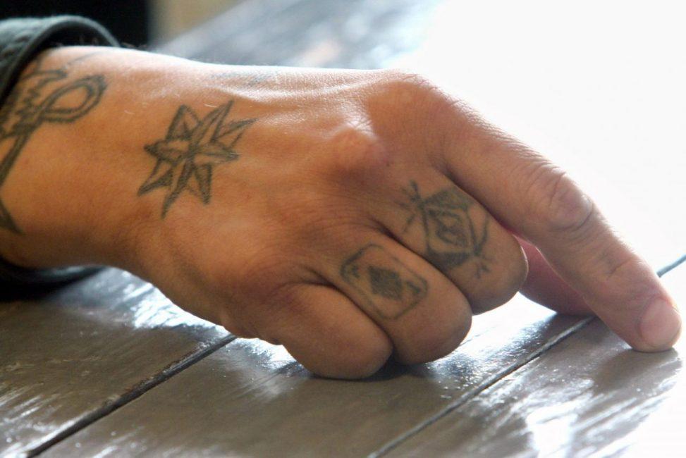 Тюремное толкование татуировок в виде звезд