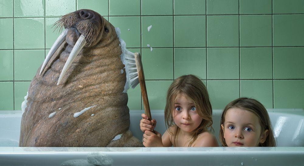 Девушки друг друга моют