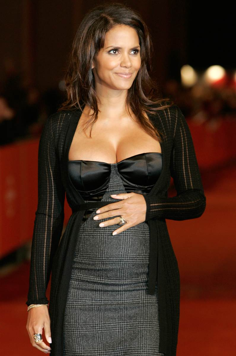 Halle Berry Sexy in Black