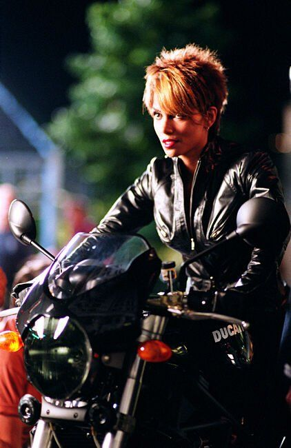 Halle berry short hair catwoman
