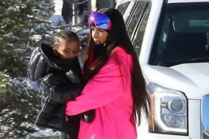 Семейство Кардашьян-Дженнер, Скотт Дисик и София Ричи отправились на горнолыжный курорт