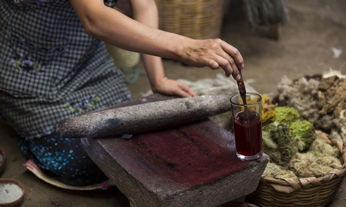 How to make pink dye for clothes