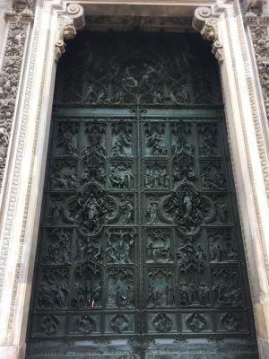 ドゥオーモの門