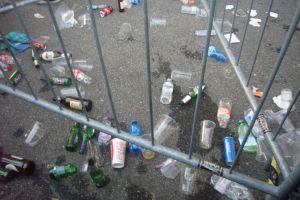 サンシーロ入り口のゴミ