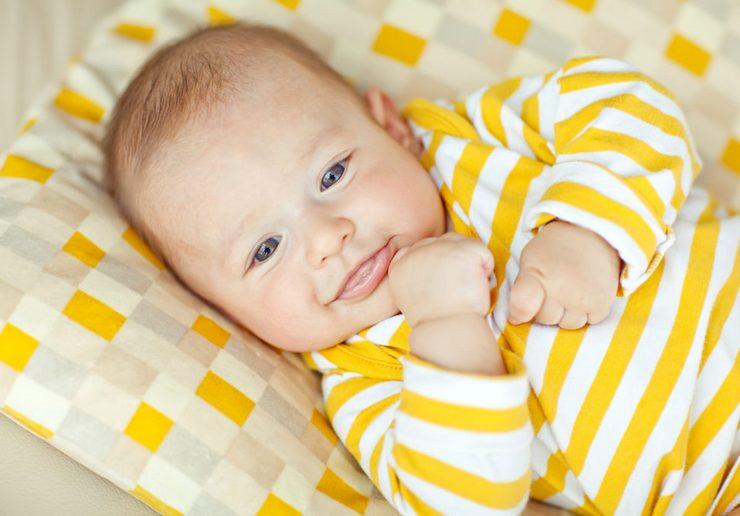 Когда малыш начинает улыбаться маме осознанно