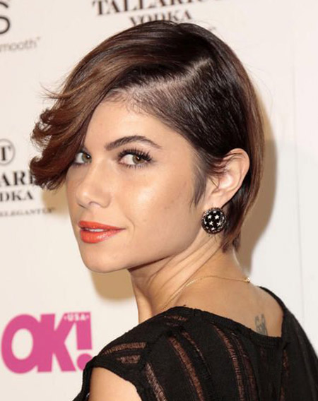 Leah Labelle's Lovely Undercut Hairstyles with Long Bangs