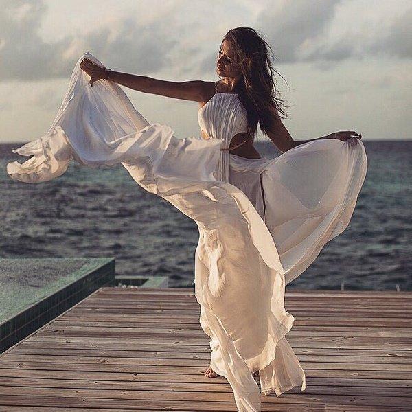 Нюша в свадебном платье