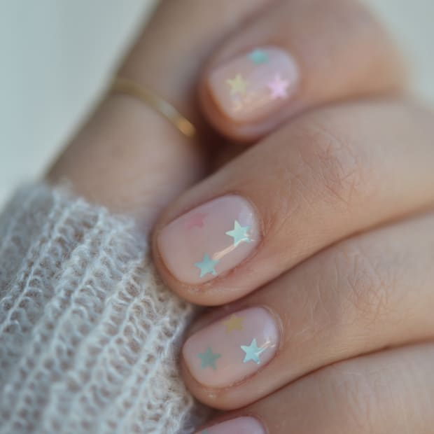 Cupcakes and cashmere nails
