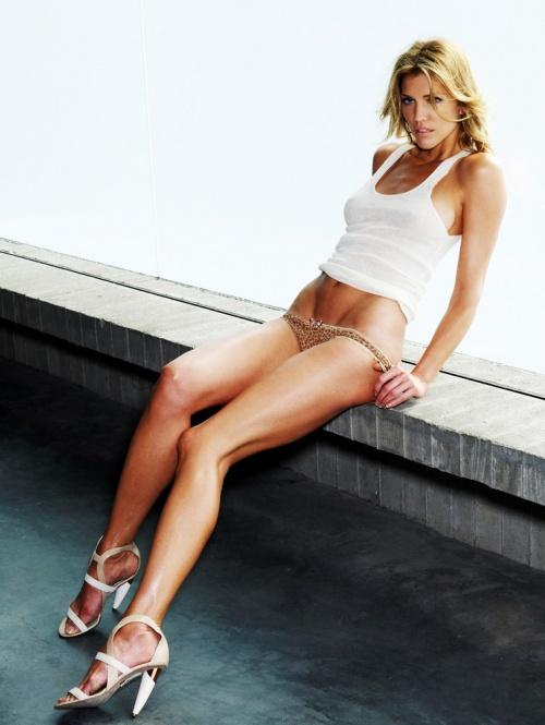 Tricia Helfer (33 ????)