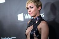 Голая актриса, певица Miley Cyrus фото, эротика, картинки - фотосессия из мужского журнала GQ на Xuk.ru! Фото 33