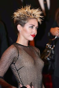 Голая актриса, певица Miley Cyrus фото, эротика, картинки - фотосессия из мужского журнала GQ на Xuk.ru! Фото 62
