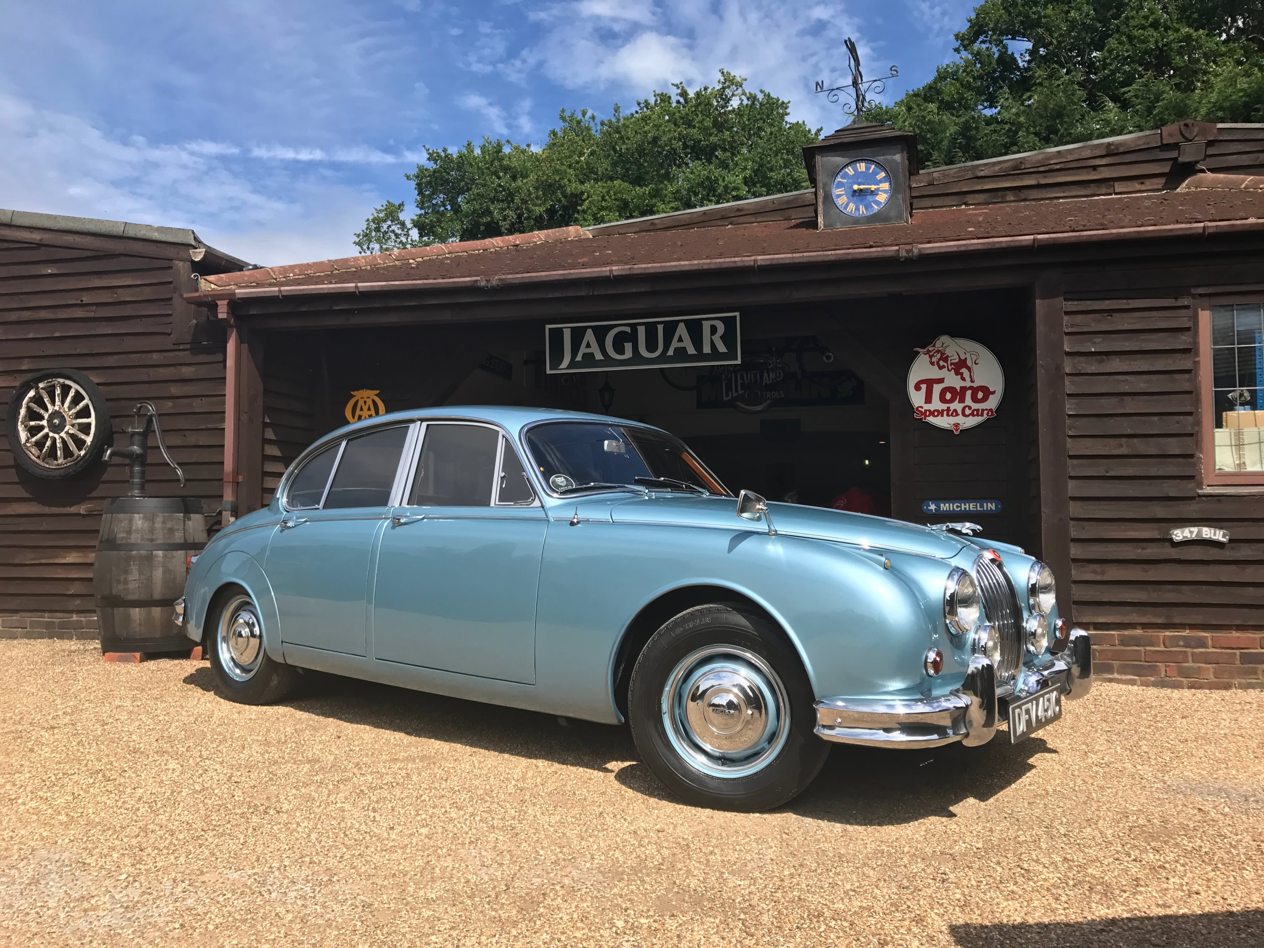 saloon for litre jaguar sale paris mark the bonhams wiki file
