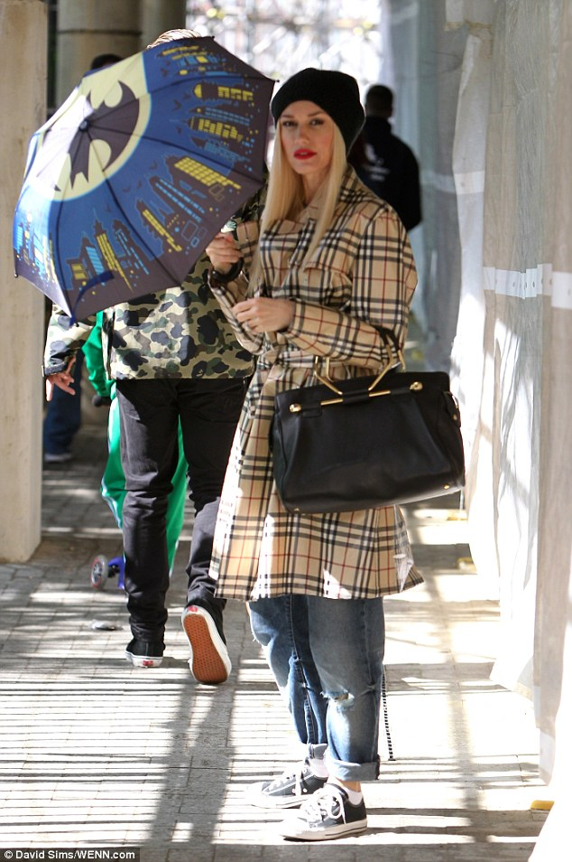 Celebrities wearing burberry scarves