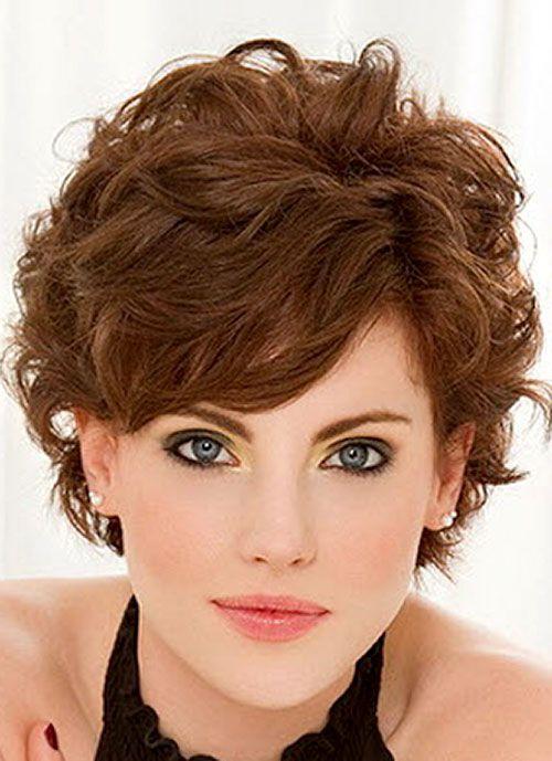 прическа для вьющихся волос с челкой