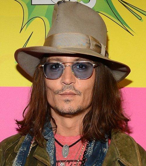Джонни депп слеп на левый глаз