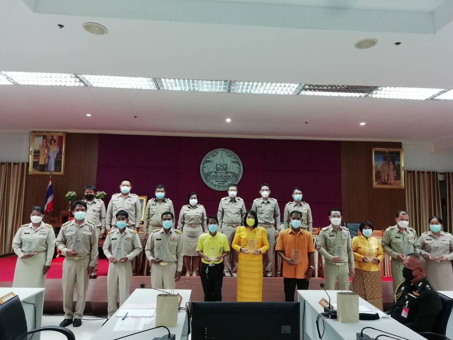 รับมอบโล่ ศูนย์จัดการกองทุนดีเด่น ปี 2564 บ้านป่าเพิ่ม หมู่ 11